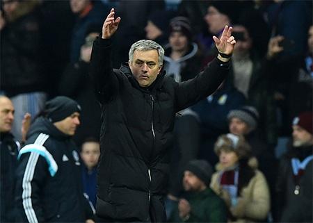 Mourinho mừng chiến thắng tại Villa Park dù rất nhọc nhằn