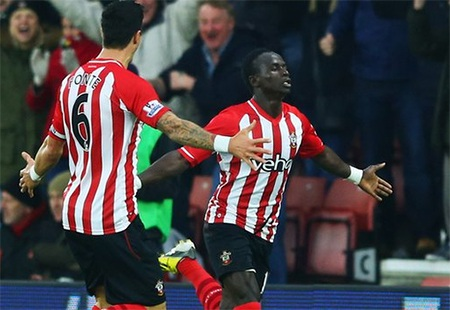 Mane vui mừng sau bàn mở tỉ số cho Southampton