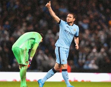 Lampard tỏa sáng giúp Man City có trọn ba điểm