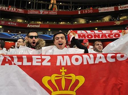 Các cổ động viên của Monaco tự tin hành quân tới London