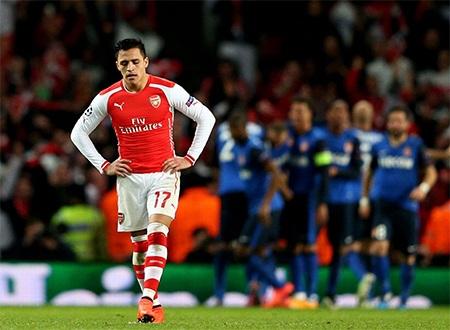 Nỗi buồn của Sanchez khi đội bóng của anh tiếp tục thủng lưới