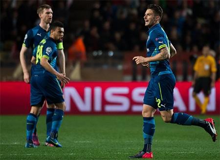 Niềm vui của Giroud và các cầu thủ đội khách