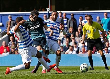 Phút 88, Fabregas băng lên dứt điểm sau đường căng ngang của Hazard