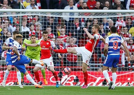 Reading chơi rất nỗ lực khi phải đối đầu với Arsenal