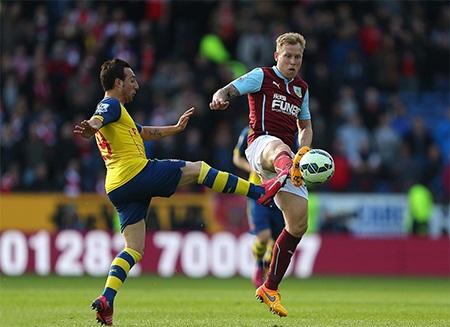 Arsenal thể hiện lối chơi trên chân trước Burnley