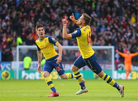 Ramsey là người hùng của Arsenal ở trận đấu này