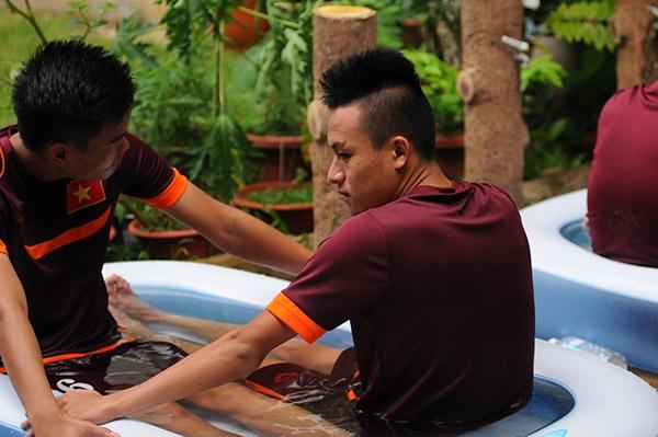 Các cầu thủ U23 Việt Nam sử dụng phương pháp mới để phục hồi thể lực nhanh nhất