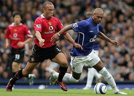 Silvestre (trái) có 9 năm thi đấu cho Man Utd