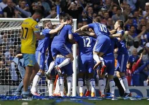 Các cầu thủ Chelsea vô cùng phấn khích với chức vô địch sớm ba vòng