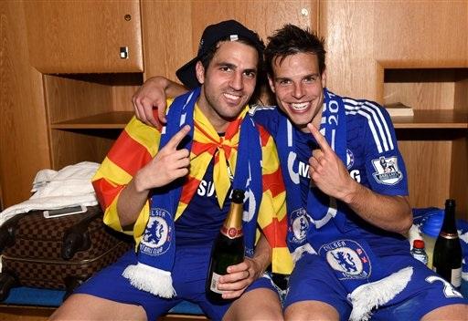 Fabregas và Azpilicueta, những cầu thủ Tây Ban Nha trong màu áo Chelsea