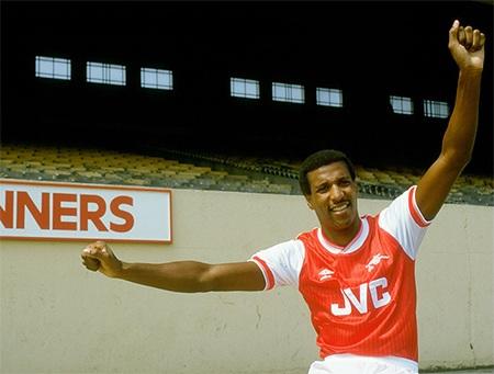 Anderson là bản hợp đồng đầu tiên của Alex Ferguson ở Man Utd