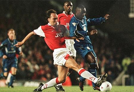 David Platt (trái) trong màu áo Arsenal