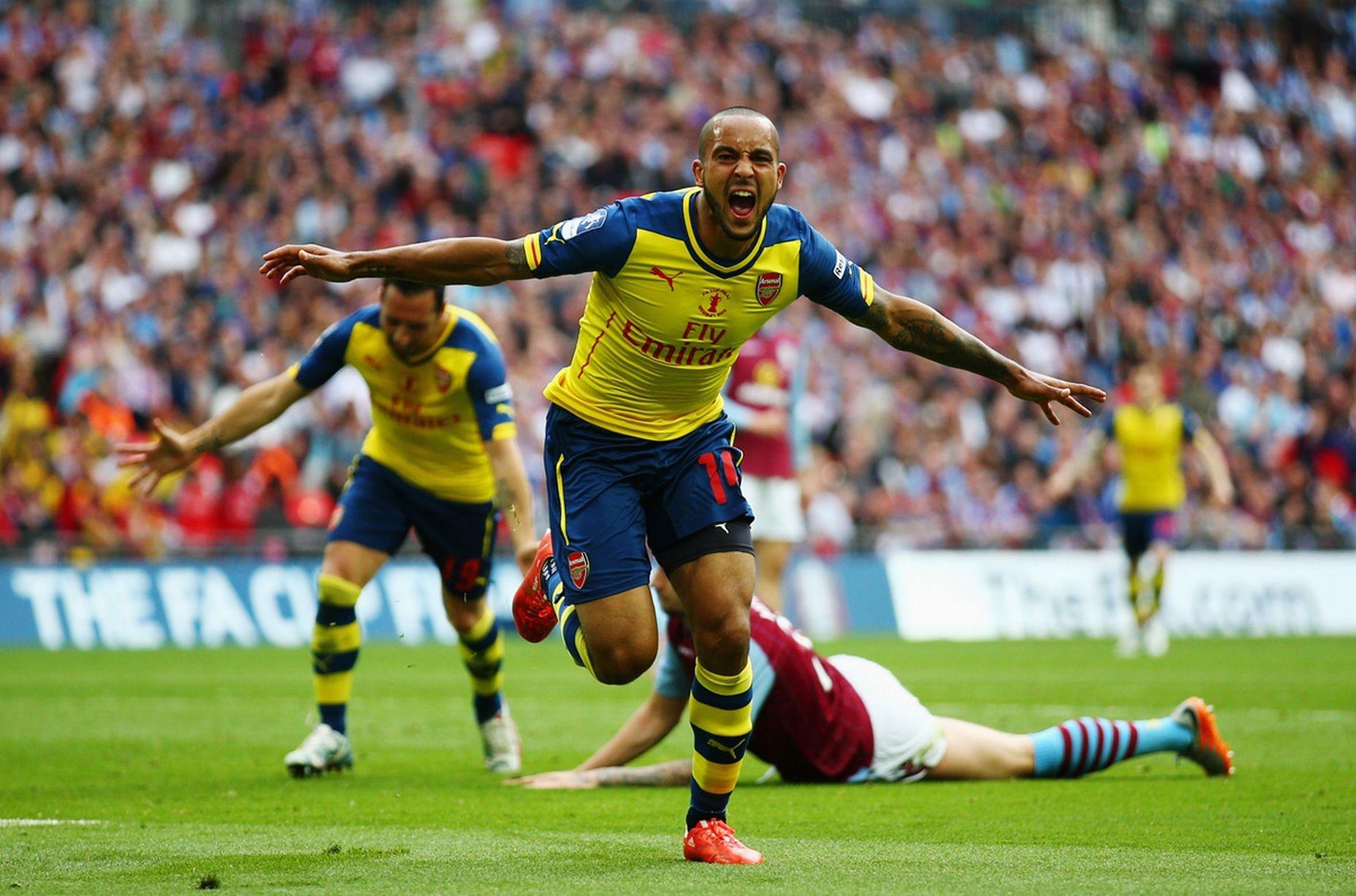 Niềm vui của Walcott sau khi mở tỉ số cho Arsenal