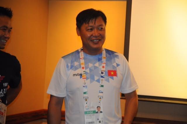 HLV Đặng Anh Tuấn vui mừng với sự thành công của Ánh Viên, ảnh: Ngô Linh