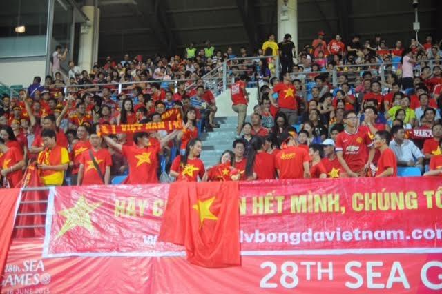 Rất đông cổ động viên đến cổ vũ cho U23 Việt Nam, ảnh: Tiến Đạt