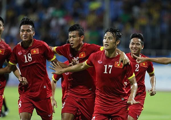 Mạc Hồng Quân ăn mừng bàn thắng