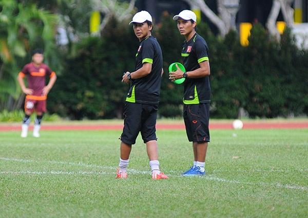 HLV Miura trên sân tập với U23 Việt Nam