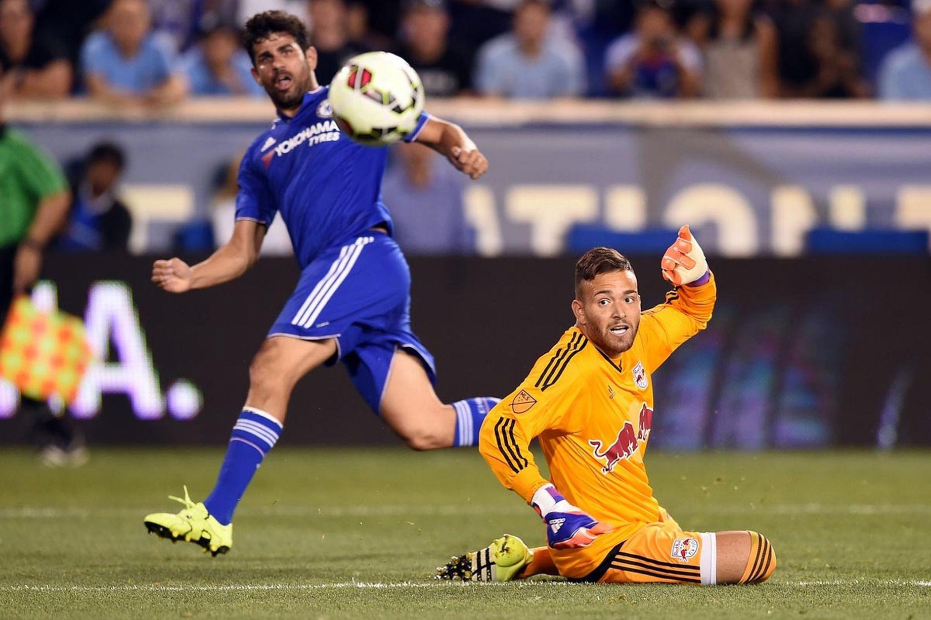 Trái ngược với màn trình diễn ấn tượng của Hazard là Costa.