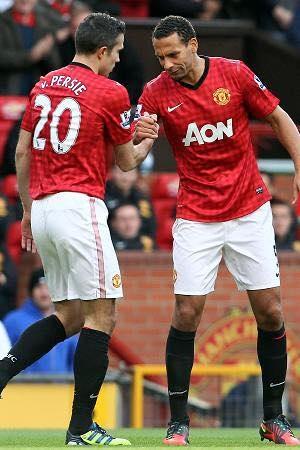 Van Persie và Ferdinand thời còn kề vai sát cánh trong màu áo MU