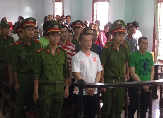 Trương Phong Hiền và 5 bị cáo khác trước vành móng ngựa