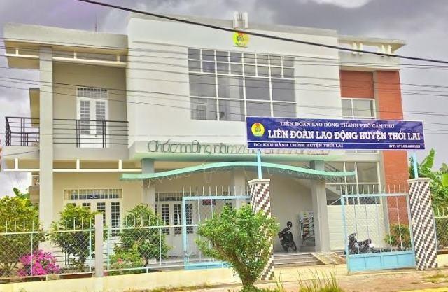 Trụ sở làm việc của Liên đoàn Lao động huyện Thới Lai khá hoành tráng nhưng chỉ 3 người làm việc
