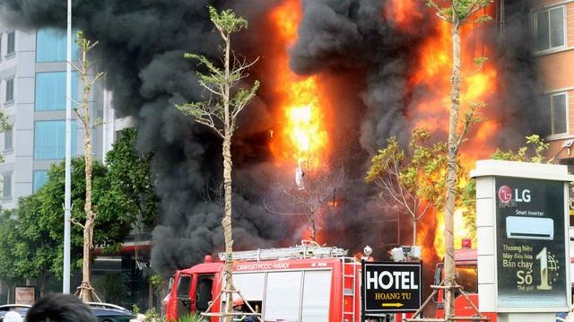 Vụ cháy kinh hoàng tại quán karaoke 68 Trần Thái Tông khiến 13 người tử vong.