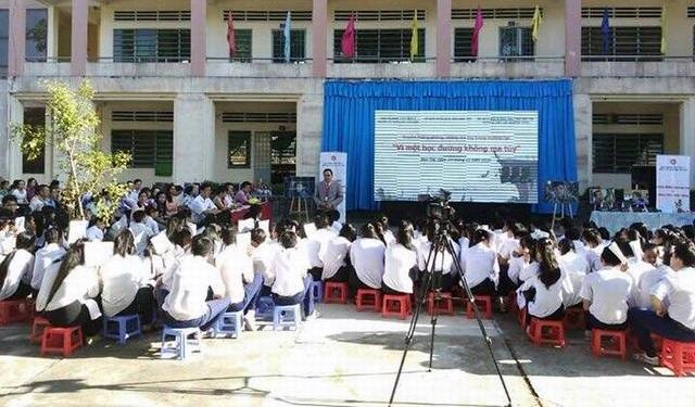 Chương trình truyền thông phòng chống ma túy Vì một học đường không ma túy tại trường THPT Võ Trường Toản, xã Phú Hưng, TP. Bến Tre.