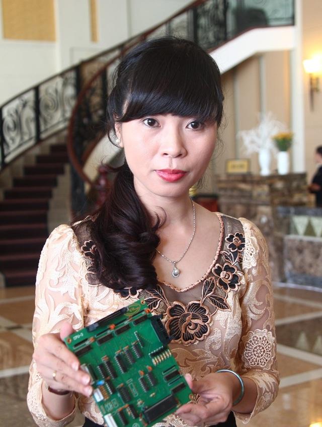 """Với thành tích xuất sắc trong đấu tranh chống gian lận xăng dầu, """"nữ tướng"""" Đỗ Ngọc Thanh Phương, Chi cục trưởng Chi cục Tiêu chuẩn - đo lường và chất lượng (thuộc Sở Khoa học - Công nghệ Đồng Nai) đã được trao giải thưởng Phụ nữ Việt Nam năm 2016."""