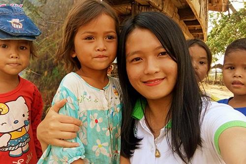 Trên đường đi tặng quà và làm vệ sinh tại trường tiểu học và trường mầm non ở vùng rốn lũ tỉnh Quảng Bình, tình nguyện viên Đặng Thị Thu Hương (SN 1994, tại Quảng Ninh) không may bị xe tải cán tử vong.