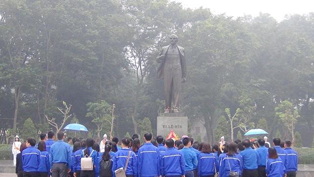 Lãnh đạo Hà Nội dâng hoa tưởng niệm tại Tượng đài Lenin - 5