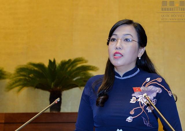 Bà Nguyễn Thanh Hải - Trưởng ban Dân nguyện báo cáo trước Quốc hội kết quả giám sát việc giải quyết kiến nghị của cử tri