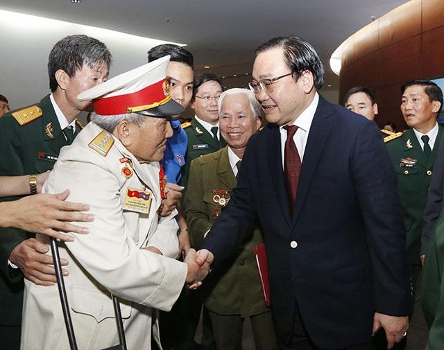 Bí thư Thành ủy Hà Nội Hoàng Trung Hải gặp gỡ các đại biểu