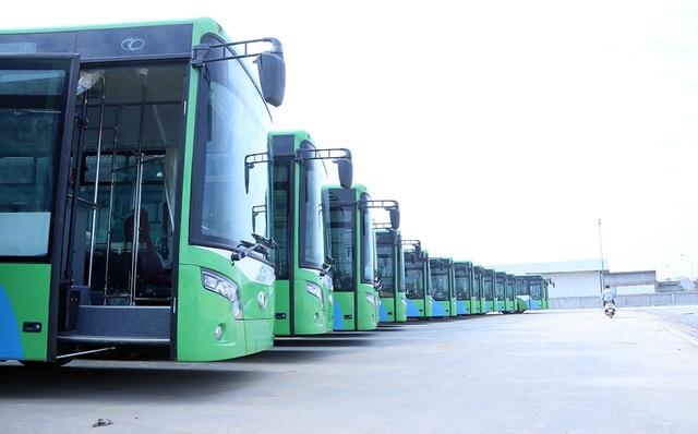 Loạt xe buýt nhanh đầu tiên của Hà Nội chạy tuyến Kim Mã - Yên Nghĩa (Ảnh: Trọng Trinh)