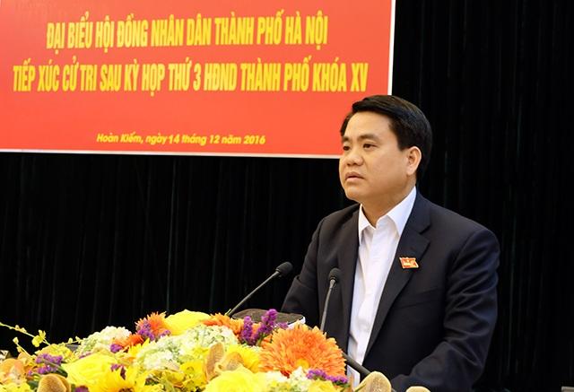 Ông Nguyễn Đức Chung - Chủ tịch UBND TP Hà Nội tiếp xúc cử tri quận Hoàn Kiếm sau kỳ họp HĐND