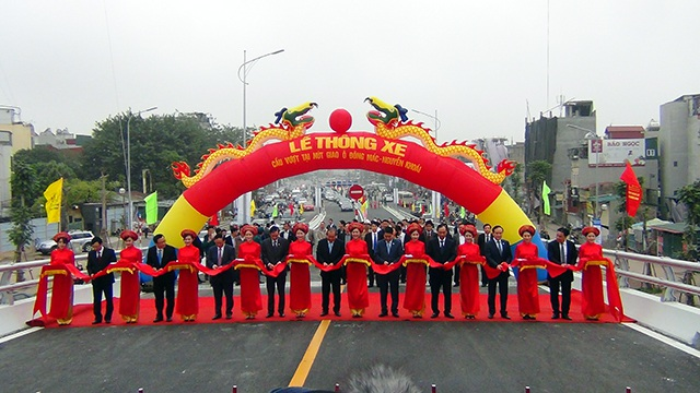 Sau 7 tháng thi công khẩn trương, hôm nay (26/12), Hà Nội chính thức thông xe cầu vượt tại nút giao Ô Đông Mác - Nguyễn Khoái