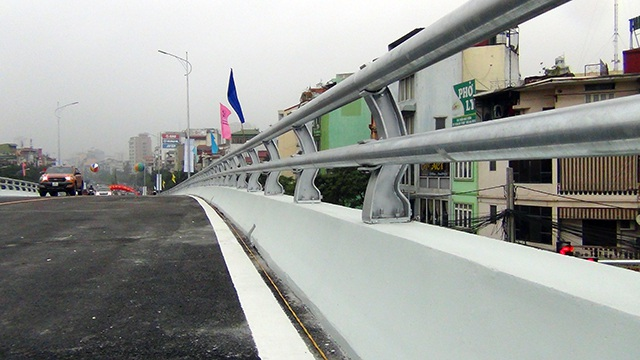 Cây cầu được làm bằng kết cấu thép lắp ghép