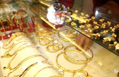 Giá vàng tăng gần 500.000 đồng/lượng - 1