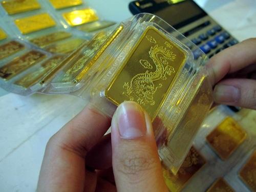 Giá vàng trong nước vẫn cao hơn thế giới trên 3 triệu đồng/lượng (ảnh minh họa).
