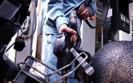 Nhiều cơ hội giảm giá xăng dầu (ảnh minh họa).