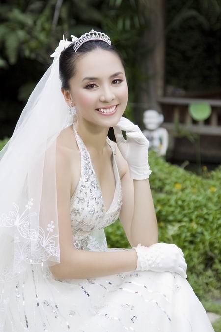 Á hậu Dương Trương Thiên Lý bất ngờ nắm gần 15 triệu cổ phần NamABank.