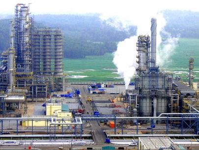 Nhà máy lọc dầu Dung Quất đang cung cấp 30% lượng xăng dầu tiêu thụ cả nước.