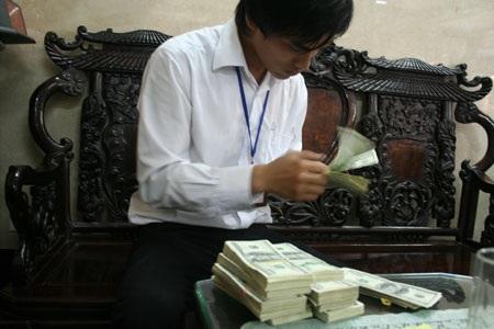 Giá USD tự do tăng mạnh lên mốc 21.650 đồng (ảnh: An Hạ).