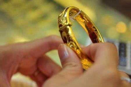 Vàng tăng nhẹ lên 42,25 triệu đồng/lượng.