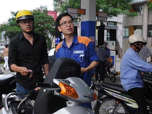Giá xăng giảm... nhỏ giọt (ảnh minh họa).