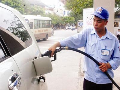 Sau khi giảm 300 đồng/lít, xăng A92 có giá 24.270 đồng/lít.