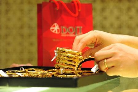 Giá vàng hồi phục từ mức thấp nhất trong 3 năm.