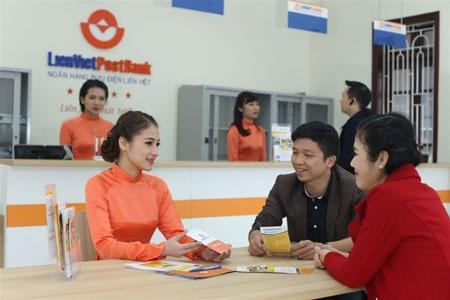 Nhiều ưu đãi cho khách hàng mở thẻ ATM tại ngân hàng.