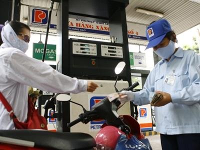 Giá xăng được phép tăng thêm hơn 200 đồng/lít.