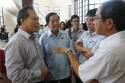 Đại biểu Quốc hội thảo luận những vấn đề nóng của đất nước (ảnh: Việt Hưng).