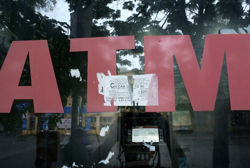 Cây rút tiền tự động trong con ngõ trên đường vào khu giảng đường ĐH KTKTCN.